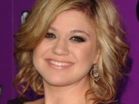 Pregnant and Newlywed Kelly Clarkson jubilant in Expecting a Baby Girl